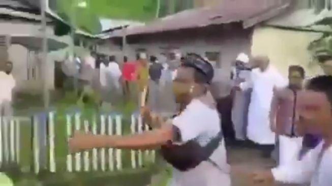Kronologis Kepala Desa Dihaj4r  Warganya karena Larang Salat Id Berjemaah