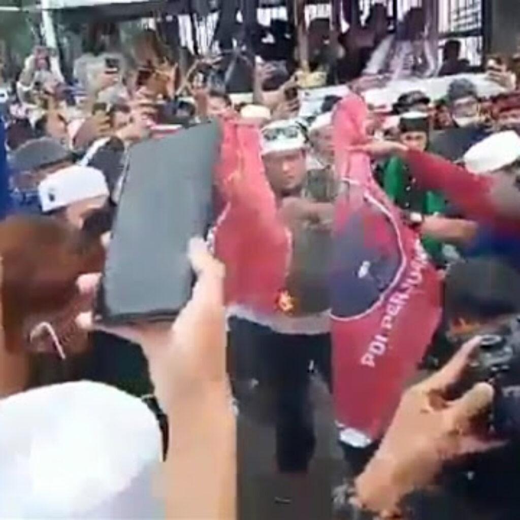 Bendera Partai nya Dibakar Massa Aksi Anti Komunis, PDIP Akan Tempuh Jalur Hukum