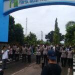 Massa Gruduk Kantor PDAM Tirta Musi, Meminta Penjelasan Atas Kenaikan Tarif Tagihan Air