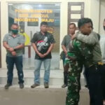 Usai Ribut, Akhirnya Anggota TNI AL dan Personil Polres Nias Selatan Berpelukan