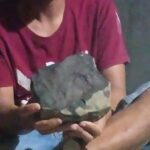 Dikala Meteorit Timpa Rumah Laki- laki Tapteng Laku dengan Harga Selangit