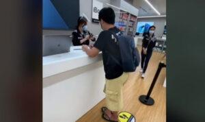 Beli iPhone 12 Pro Gunakan Sandal Jepit, Cowok Ini Mengaku tidak Dilayani