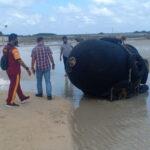 HEBOH! Bola Hitam Besar Bertulisan 'Yokohama 50KPa' di Bintan, TNI: Diduga Dapra
