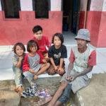 Ayah Ketuk Pintu Tiap Rumah, Cari Seragam Bekas untuk Anaknya yang Masuk SMK, tapi Masih Pakai Baju SMP