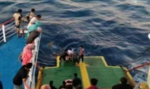HEBOH! Patah Hati Ditinggal Pacar Kawin, Penumpang Kapal Feri Nekat Loncat ke Laut