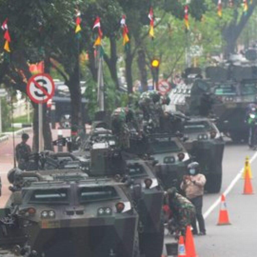 Rakyat Terkejut Lihat Ratusan Alutsista 'Kepung' Istana Merdeka, Ada Apa?